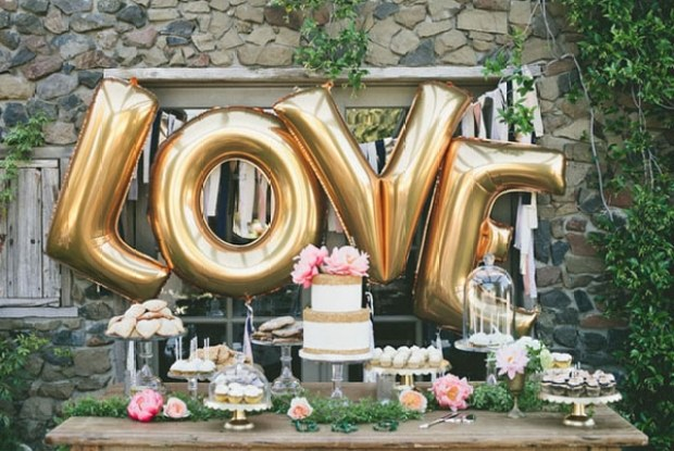 love-valentine-dessert-table