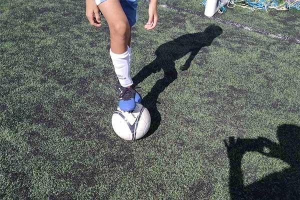 Πρέβεζα: 12χρονος πιτσιρικάς με λαμπρό μέλλον στο ποδόσφαιρο, εντυπωσιάζει με τις τεχνικές του ικανότητες_5e04ed50b05be.jpeg