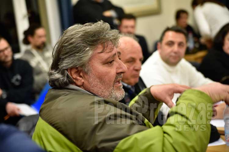 Β. Κακαβούλης: Στις άλλες πόλεις διεκδικούν όλοι μαζί στο υπουργείο… εδώ ο ένας μουντζώνει τον άλλον από πίσω_5e0689686a434.jpeg