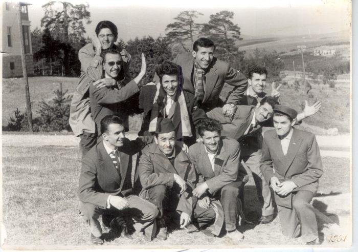 navijaci-fapa-na-putu-za-ivanjcu-slikani-na-zlatiboru-09-04-1969