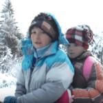 BEZ IJEDNOG IZOSTANKA: Brat i sestra putuju 16 kilometara do škole, i to NA KONJU (VIDEO)