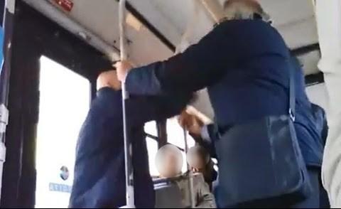 Cronaca Caltanissetta, lite sull'autobus