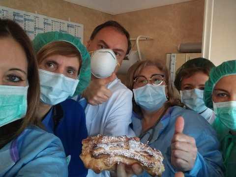Caltagirone, donati dolci all'ospedale Gravina da parte del Bar Nazionale di San Michele di Ganzaria