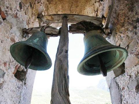 campane a festa a pantelleria