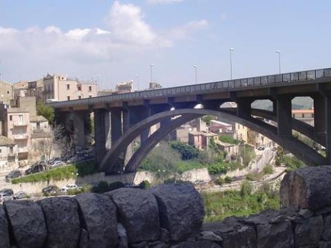 Ragusa, uomo anziano si getta dal ponte San Vito