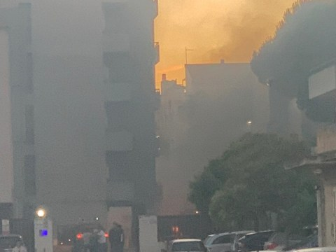 Vittoria, incendio in via Virgilio Lavore