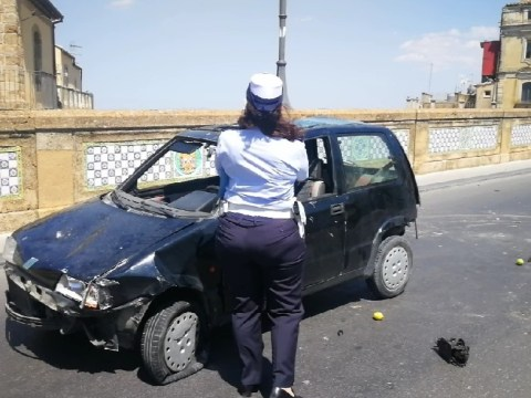 Caltagirone, incidente in via Roma