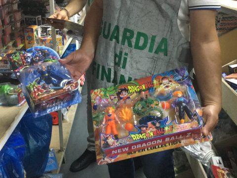 Fiamme Gialle a Catania sequestrati 12 mila prodotti tra giocattoli e dispositivi medici