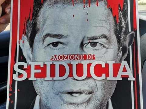 Manifesto Nello Musumeci che gronda sangue