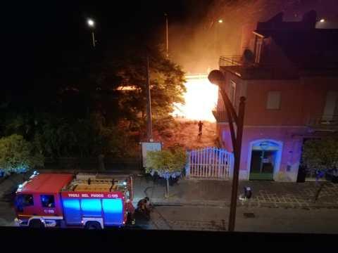 Caltagirone, incendio via Giorgio Arcoleo, foto 5
