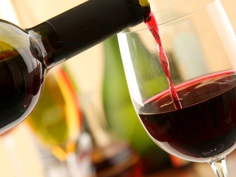 Le grandi firme per i grandi vini siciliani, Nero d'Avola è di Versace