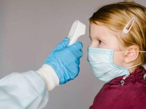 Variante inglese Covid più pericolosa: contagia i bambini ma non bisogna creare inutili allarmismi, ecco perché.