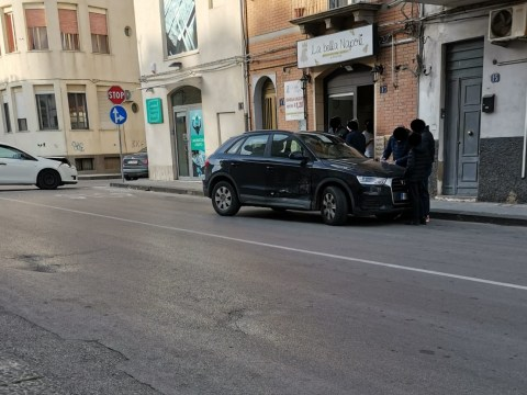 Caltagirone, incidente tra via Escuriales e Via Madonna della Via vigili urbani sul posto per deviare il traffico.