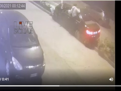 Caltagirone. Auto si schianta contro un palo della luce al viale Mario Milazzo. Uno dei giovani ha rischiato seriamente la vita.