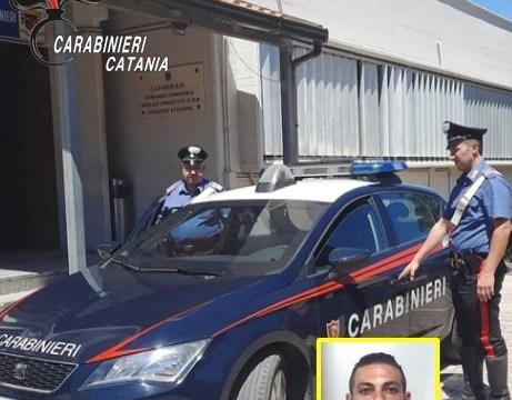 Calatino ferisce una donna durante lo scippo: arrestato trentatreenne dai militari dell'Arma dei Carabinieri.