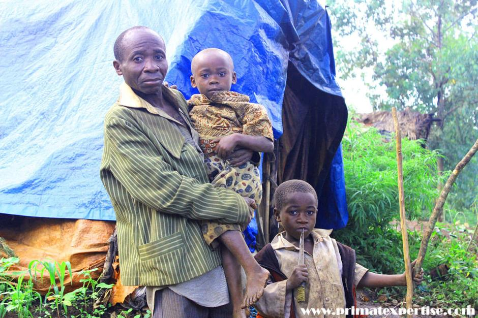 Mr. MAROCK KAGANDA is a resident of the pygmy village near KBNP. He has become a widower of 6 children since March 2018. He has in his arms his younger daughter MINANI of 3 years old and the youngest boy ASHUZA of 5 years.