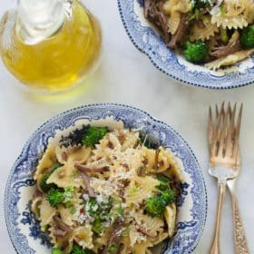Leftover Roast Beef Pasta - This Leftover Shredded Roast Beef Pasta is a quick and delicious dinner, made with your leftover beef, broccolis, parmesan cheese and your favourite type of pasta.