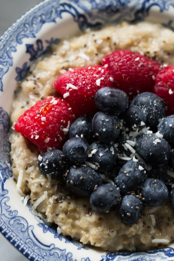 Coconut Berries Oatmeal-This delicious Coconut Berries Oatmeal is filling, vegan and gluten-free. It is made with coconut milk, chia, rolled oat and chia seeds.