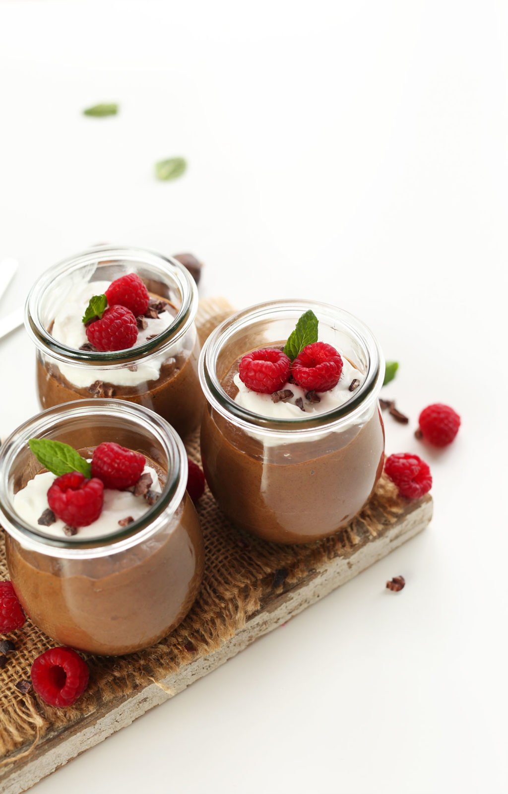 EASY-6-ingredient-Chia-Seed-Pudding-thats-creamy-rich-and-naturally-sweetened-vegan-glutenfree-chocolate