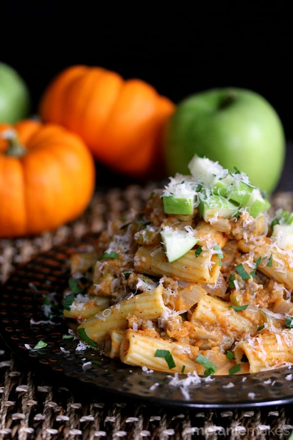 pumpkin-pasta-with-sausage-and-apples-2