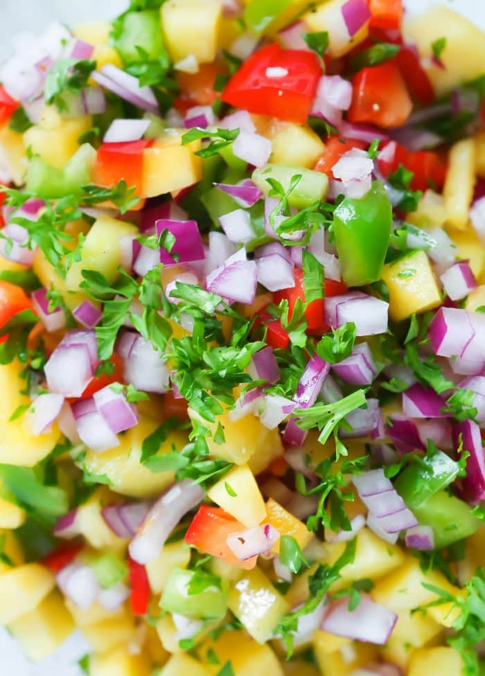 Quick and Easy 5-ingredient Peach Salsa Recipe for you enjoy during the last weeks of summer.