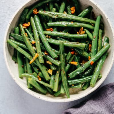 bowl of green beans with garlic and butter