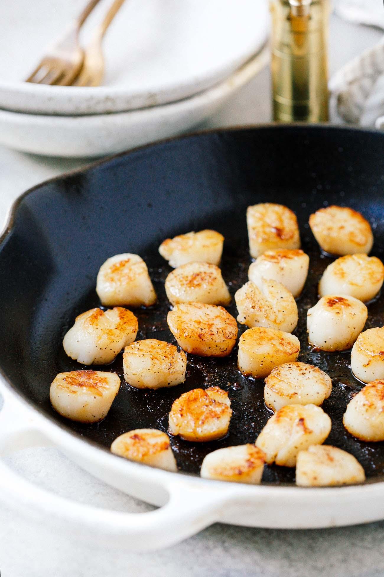 A pan of seared scallops.