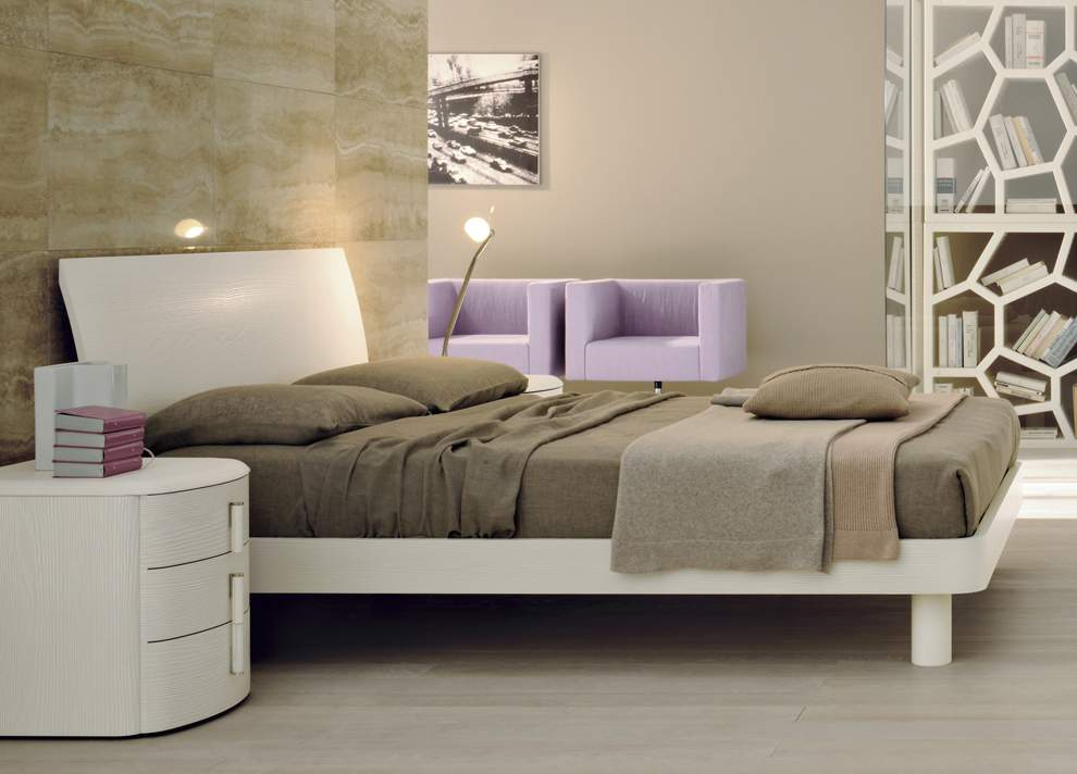 Lacquered Made In Italy Leather High End Platform Bed With