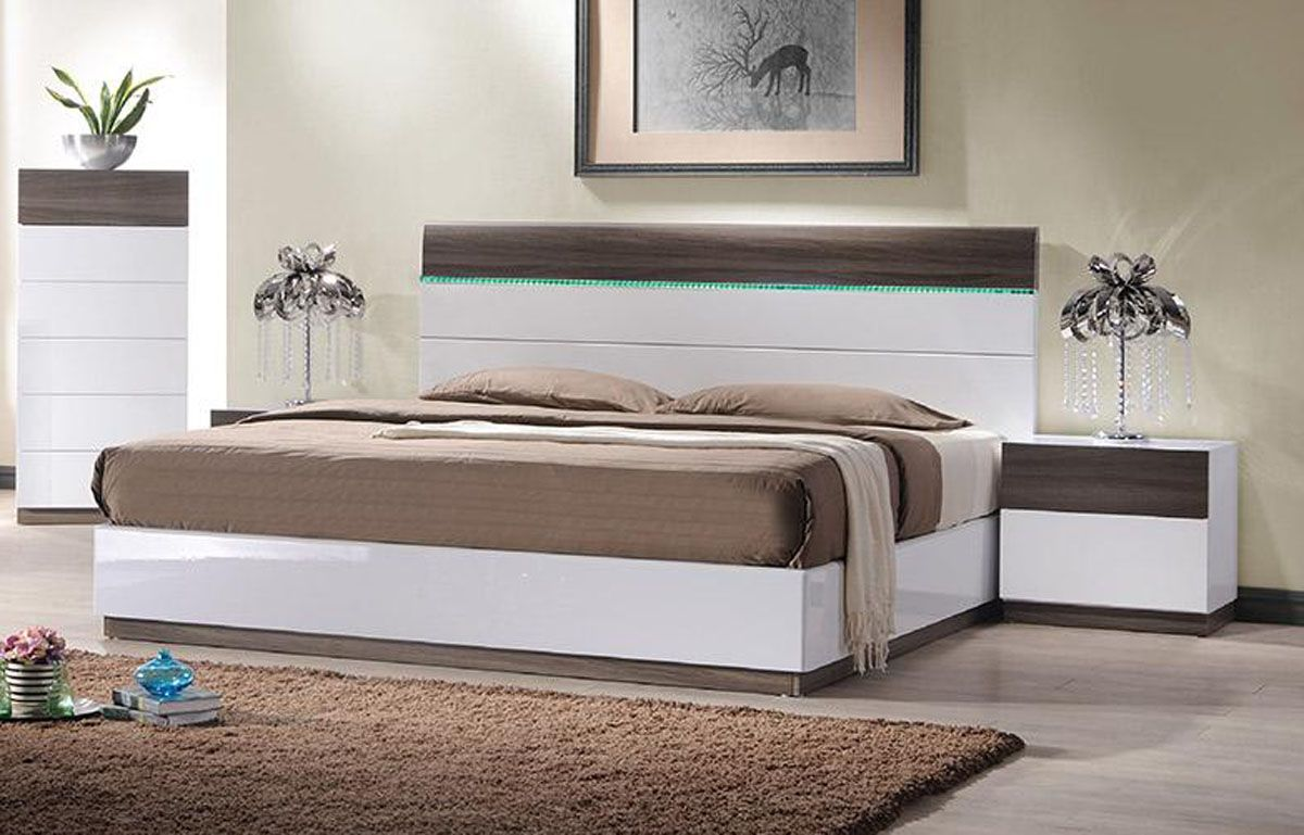 Lacquered Sophisticated Wood Elite Platform Bed With