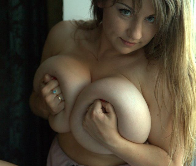 Samanta Lily Sexy Candids And Nude Video