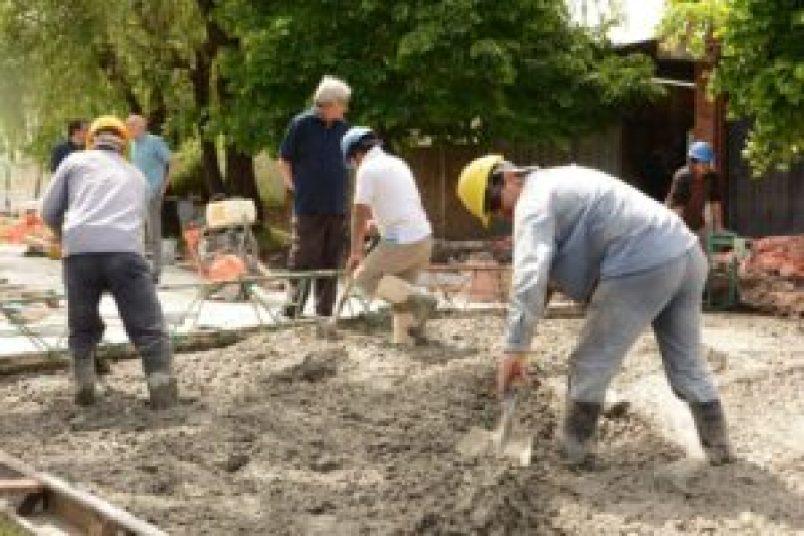 Obras de pavimento y saneamiento en barrio El Pilar