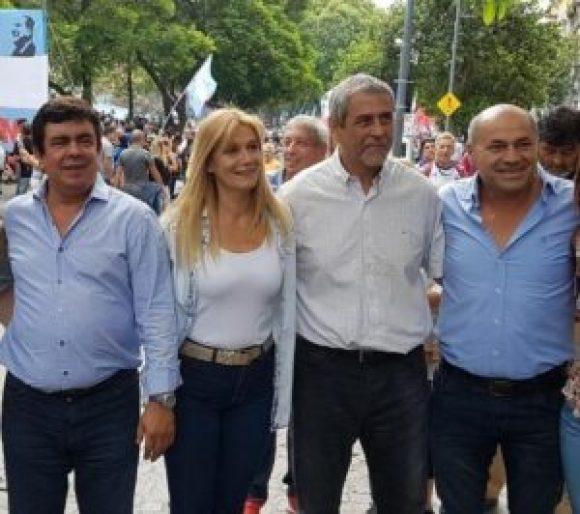 El diputado nacional Fernando Espinoza junto a los intendentes Verónica Magario (La Matanza), Jorge Ferraresi (Avellaneda) y Mario Secco (Ensenada), dijeron presente en la movilización.