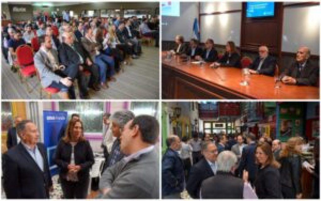 El auditorio escuchó los discursos de apertura para luego meterse de lleno en el intercambio de información y vínculos empresarios que propuso la jornada