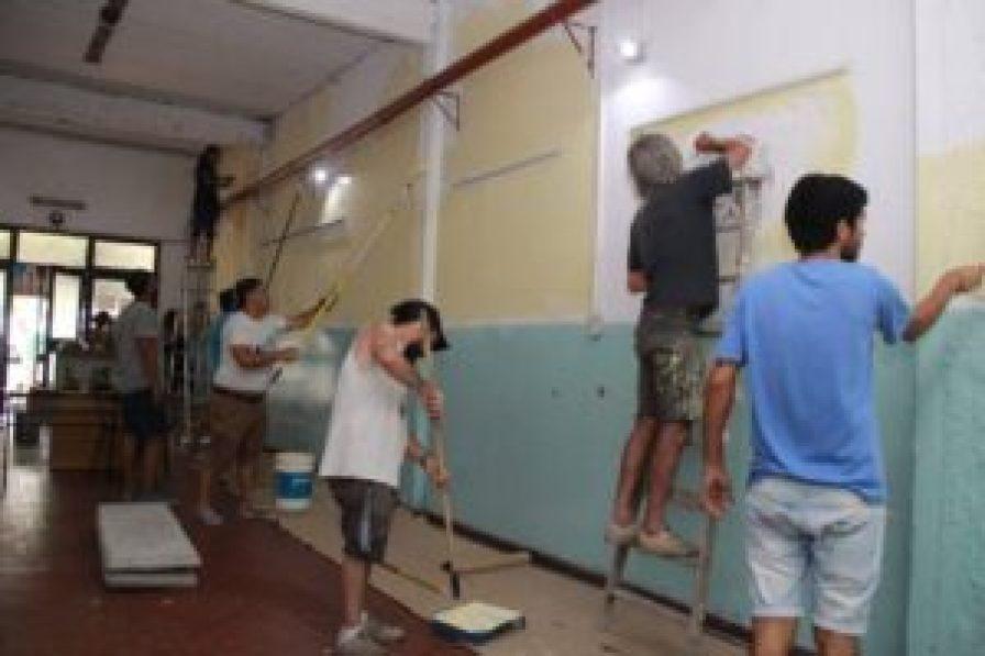 Manos a la obra: de sol a sol los voluntarios trabajaron sin descanso para dejar terminada la primera etapa de la iniciativa solidaria