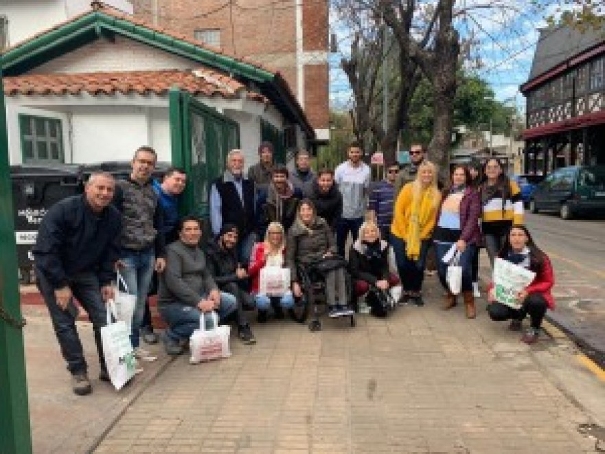 Hoy el equipo moronense de Juntos por el Cambio recorrió en grupos Castelar Norte