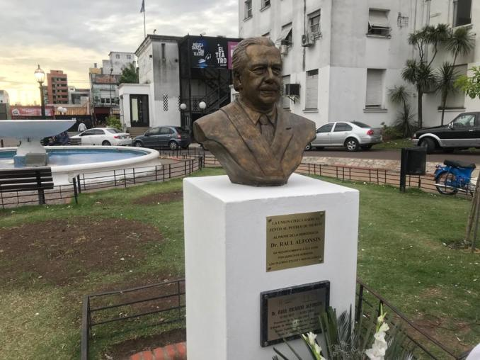 Homenaje a Alfonsín