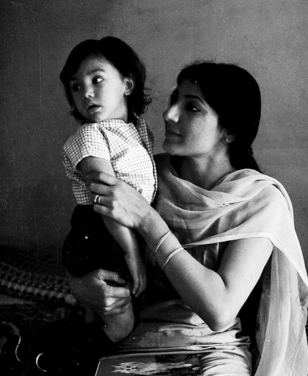 Ishwak Singh's Childhood Picture With His Mother
