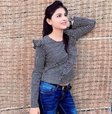 Anshika Singh Biography, Height, Weight, Age, Instagram, Boyfriend, Family, Affairs, Salary, Net Worth, Photos, Facts & More