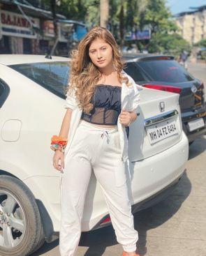 Arishfa Khan With Her Car