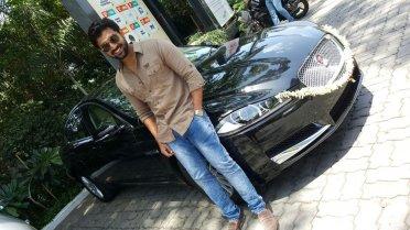 Arun Vijay With His Car