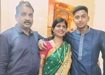 Darshan Nalkande With His Mother And Father