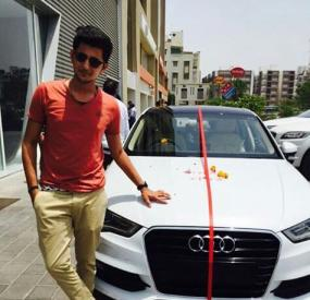 Darshan Raval With His Car