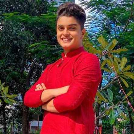 Het Thakkar Biography, Height, Weight, Age, Instagram, Girlfriend, Family, Affairs, Salary, Net Worth, Photos, Facts & More