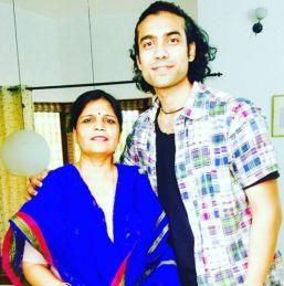 Jubin Nautiyal With His Mother