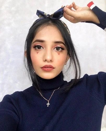Krutika Biography, Height, Weight, Age, Instagram, Boyfriend, Family, Affairs, Salary, Net Worth, Photos, Facts & More