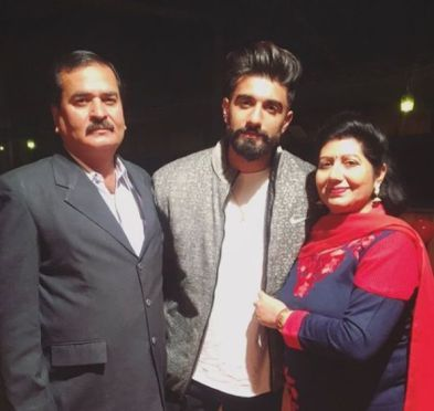 Manav Chhabra With His Father And Mother