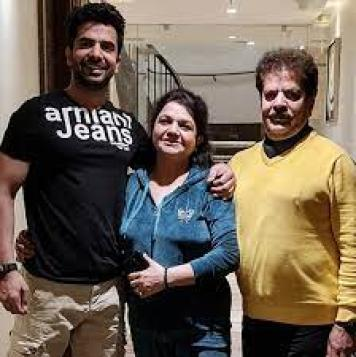 Manit Joura with His Mother And Father
