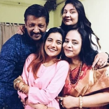 Mrunal Panchal With Her Father And Mother
