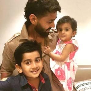 Murali Vijay With Children's