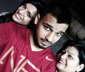 Naina Singh With Her Mother And Brother
